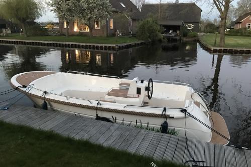 Primeur sloep voorzien van een 10kW inboard